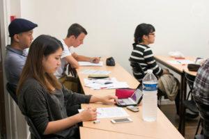 Etudiants pendant un cours de français